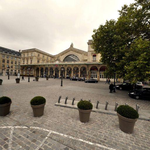 Station Vélib' Gare de l'Est - Place du 11 Novembre 1918 - Vélos en libre-service - Paris