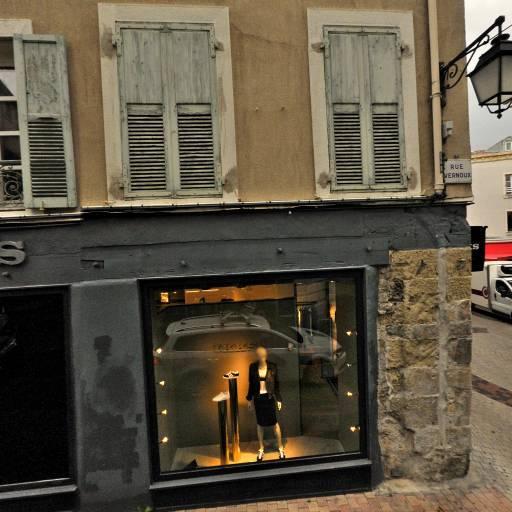 Raoul Stéphanie - Soins hors d'un cadre réglementé - Valence